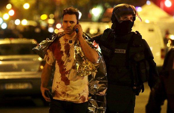 Un survivant en sang après les attaques sur Paris